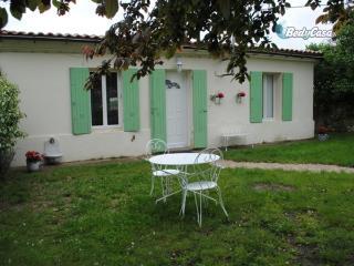 2 bedroom House with Internet Access in Pugnac - Pugnac vacation rentals