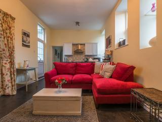 Perfect Condo with Internet Access and Dishwasher - Saint Ives vacation rentals
