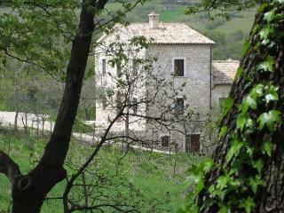 Nice Condo with Garden and Short Breaks Allowed - Abbateggio vacation rentals