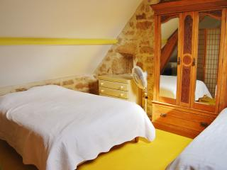 Romantic 1 bedroom Gite in Figeac with Internet Access - Figeac vacation rentals