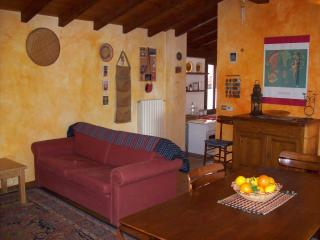 2 bedroom Townhouse with Deck in Varese - Varese vacation rentals