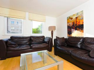 Close to Holyrood with parking - Edinburgh vacation rentals