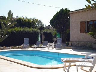 Bright 3 bedroom Villa in Salernes with Internet Access - Salernes vacation rentals