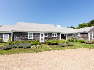 COW BAY WATERFRONT HOME WITH SWEEPING VIEWS, KAYAKS AND PRIVATE BEACH - EDG JDEK-20 - Edgartown vacation rentals