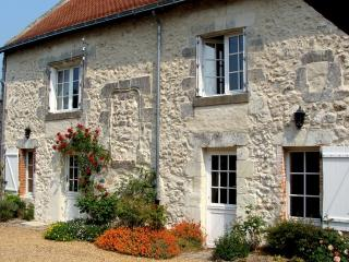 Loire cottage with character & village location. - Breil vacation rentals