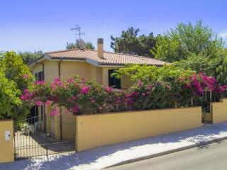 Relaxing 2apt-cottage near sea - Palmadula vacation rentals
