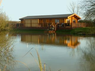 Holiday lodge with Hot Tub and Sauna 5* Waterlily - Oakham vacation rentals
