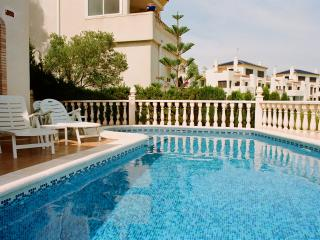 Luxury 3 Bed villa w/pool, Full SKY TV, wi-fi - Villamartin vacation rentals