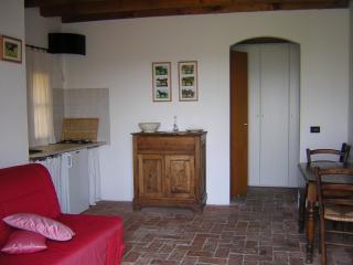 Agriturismo in collina, vicino al Lago di Garda - Padenghe sul Garda vacation rentals