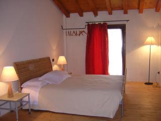 Agriturismo in collina, vicino al Lago di Garda - Monzambano vacation rentals
