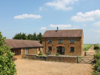 Nr Stratford, Oxford, the Cotswolds, Silverstone, Warwick and family friendly - Banbury vacation rentals