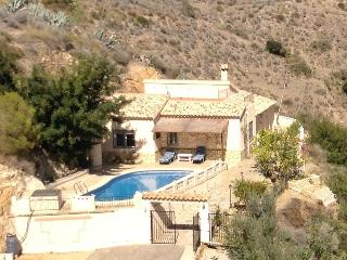 Perfect Villa with Internet Access and Satellite Or Cable TV - Bedar vacation rentals