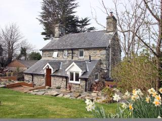 Detached stone house,  private garden and hot tub. - Dyffryn Ardudwy vacation rentals