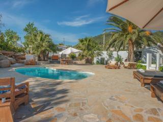 Beautiful 5 bedroom Finca in Es Cubells with Internet Access - Es Cubells vacation rentals