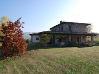 Cozy 2 bedroom Piacenza Farmhouse Barn with Fireplace - Piacenza vacation rentals