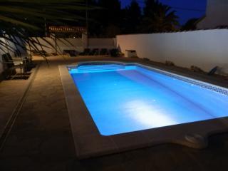 Bright 4 bedroom Villa in L'Ametlla de Mar with Internet Access - L'Ametlla de Mar vacation rentals