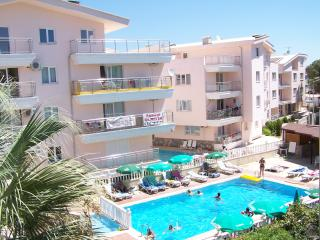 Nice 1 bedroom Altinkum Apartment with A/C - Altinkum vacation rentals