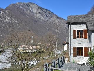 Casa al Fiume, Bignasco, Vallemaggia, Tessin - Ticino vacation rentals