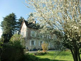 Nice Condo with Internet Access and A/C - Pressagny L'Orgueilleux vacation rentals