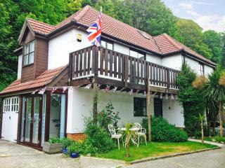 Comfortable 4 bedroom House in Bonchurch with Internet Access - Bonchurch vacation rentals