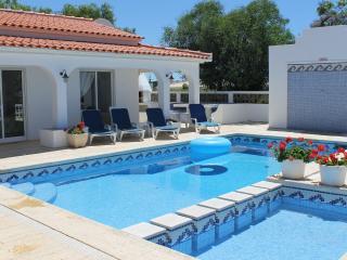Bright 4 bedroom Villa in Pera - Pera vacation rentals