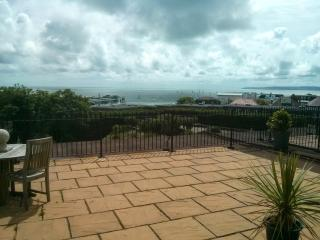2 bedroom Apartment with Television in Bournemouth - Bournemouth vacation rentals