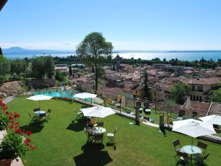 AGRITURISMO CASCINA CROCELLE - Padenghe sul Garda vacation rentals