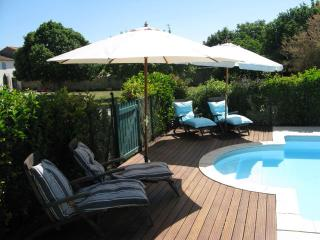 Perfect Gite with Internet Access and Satellite Or Cable TV - Villeneuve la Comtesse vacation rentals