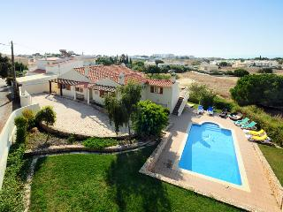 7 bedroom Villa with Internet Access in Olhos de Agua - Olhos de Agua vacation rentals
