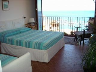 Chianalea 54 stanza tripla - Scilla vacation rentals