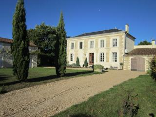 Maison Cypres - Saint Jean d'Angely vacation rentals