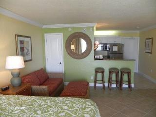 Club Bamboo Resorts - Gulf Front Rooms! - Holmes Beach vacation rentals