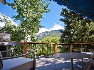 218 Gregory - 3 Bd + Sleeping Den / 2.5 Ba - Deluxe Home - Sleeps 8 - Located Downtown Telluride on the Sunnyside - Telluride vacation rentals