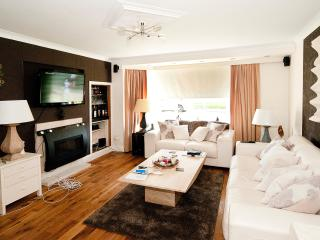 GLASGOW WEST-END LUXURY 2 BED - Glasgow vacation rentals