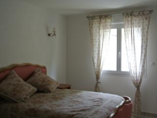 Nice Condo with Television and Parking - Saint-Sernin vacation rentals