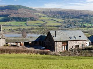 Beautiful 4 bedroom Barn in Brecon - Brecon vacation rentals