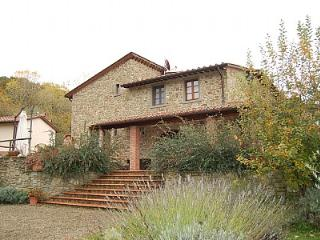 Comfortable 6 bedroom Monterchi House with Deck - Monterchi vacation rentals