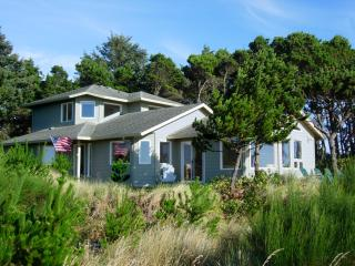 Waterfront on the Siletz Bay, Kayaks, Hot Tub, Crab Traps - Lincoln City vacation rentals