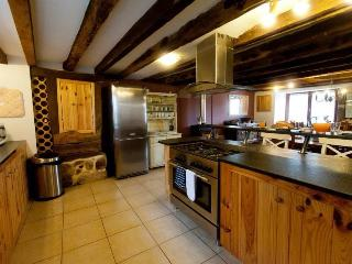 Charming Barn with Balcony and Television - Saint-Dizier-Leyrenne vacation rentals