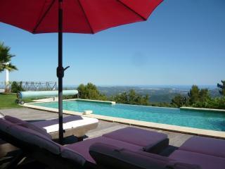 la carqueirane villa standing vue panoramique - Speracedes vacation rentals
