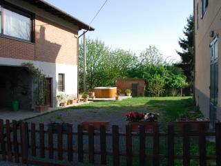 3 bedroom Bed and Breakfast with Internet Access in Acqui Terme - Acqui Terme vacation rentals