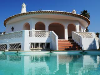 Villa Solar das Palmeiras - Olhos de Agua vacation rentals