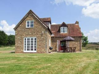 HOLLYWELL COTTAGE, woodburning stove, WiFi, enclosed patio with furniture, Ref 912205 - Tenbury Wells vacation rentals