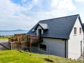 HILLTOP APARTMENT, pet-friendly apartment with sea views, deck, WiFi, Kilcrohane Ref 914168 - County Cork vacation rentals
