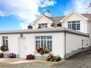 SEASCAPE, superb location on harbour in Slade, sea views, close to famous lighthouse Ref 17185 - County Wexford vacation rentals