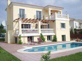 Spacious Villa with A/C and Satellite Or Cable TV - Coin vacation rentals
