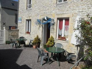 Nice Gite with Internet Access and Garden - Port-en-Bessin-Huppain vacation rentals