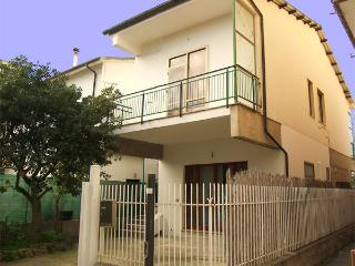 Nice 2 bedroom House in Paestum - Paestum vacation rentals