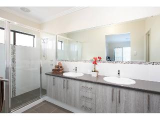 Comfortable 4 bedroom House in Perth - Perth vacation rentals