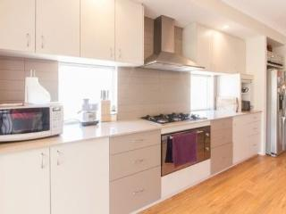 H5 Luxury Double 4km to Perth city - East Victoria Park vacation rentals
